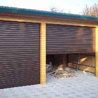 пара коричневых рольставен в гараж