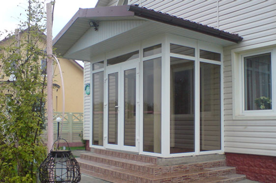 Окна и двери для пристроенного крыльца