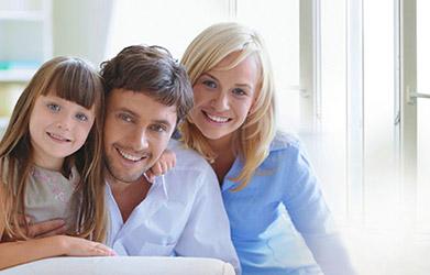 счастливая семья и окна