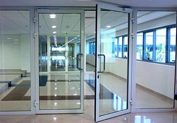алюминиевая дверь в офис